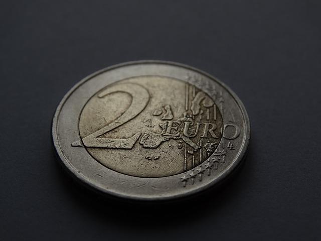 dve euro mince