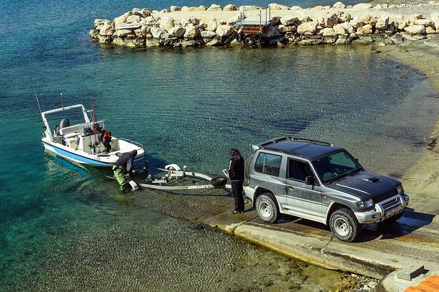 Tažné zařízení k přepravě člunu