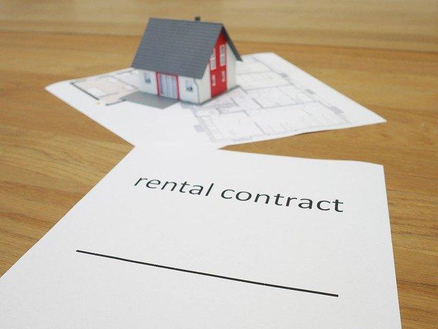 hypoteční smlouva a malý domek